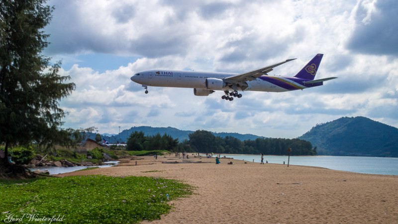 Thei Boeing 777 aproach Phuket Airport