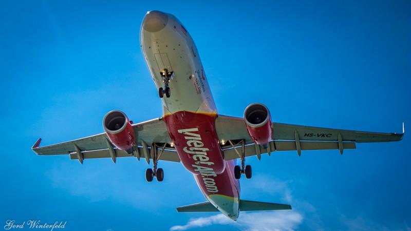 Vietjet A320 overhead